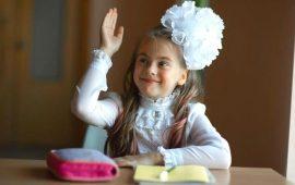 Зачіска з 1 бантом для дівчинки: стильні ідеї на 1 вересня