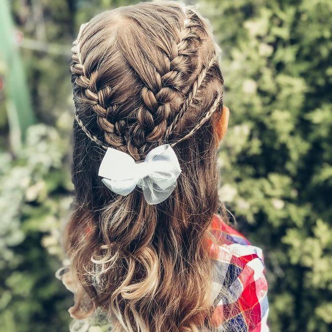 Зачіска з 1 бантом для дівчинки: стильні ідеї на 1 вересня 19