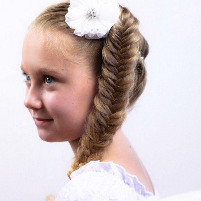 Зачіска з 1 бантом для дівчинки: стильні ідеї на 1 вересня 20