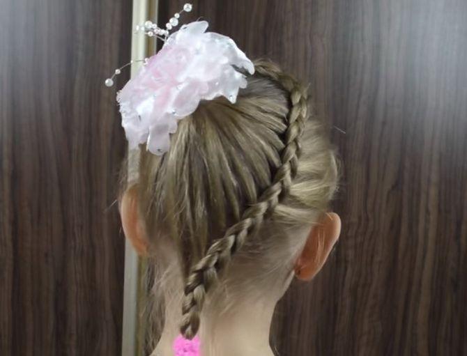 Зачіска з 1 бантом для дівчинки: стильні ідеї на 1 вересня 22