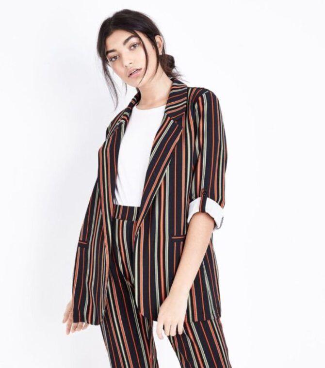 Модная одежда в полоску: тренды 2021-2022 года 14