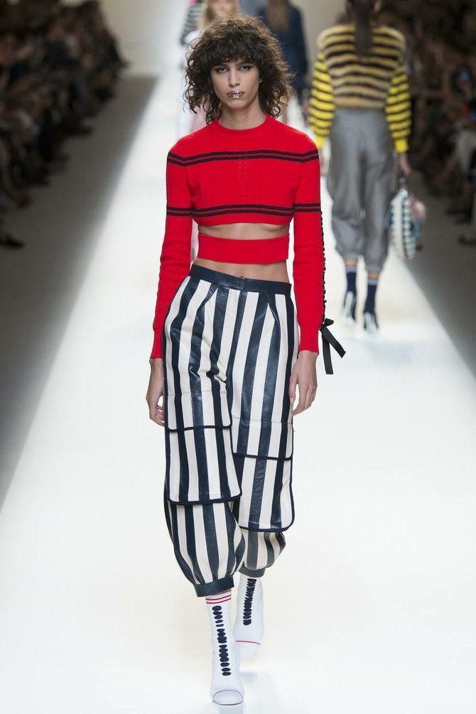 Модная одежда в полоску: тренды 2021-2022 года 29