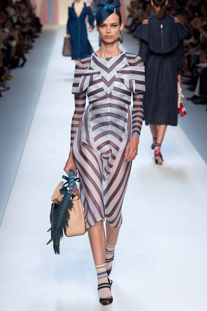 Модная одежда в полоску: тренды 2021-2022 года 35
