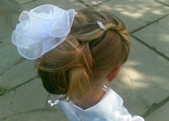 Зачіска з 1 бантом для дівчинки: стильні ідеї на 1 вересня 16