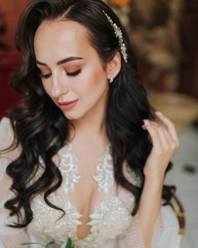 Свадебные прически 2021: шикарные идеи для торжества 28