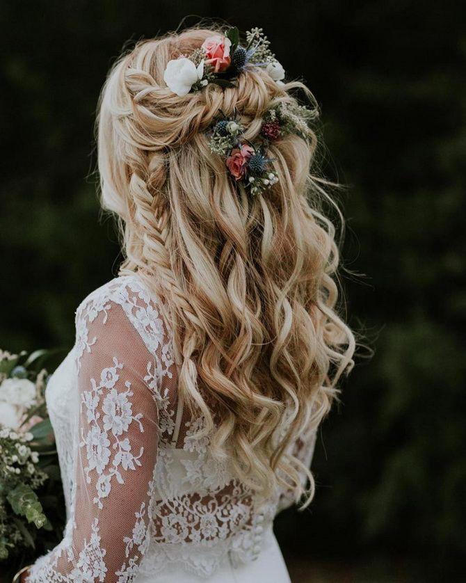 Свадебные прически 2021: шикарные идеи для торжества 32