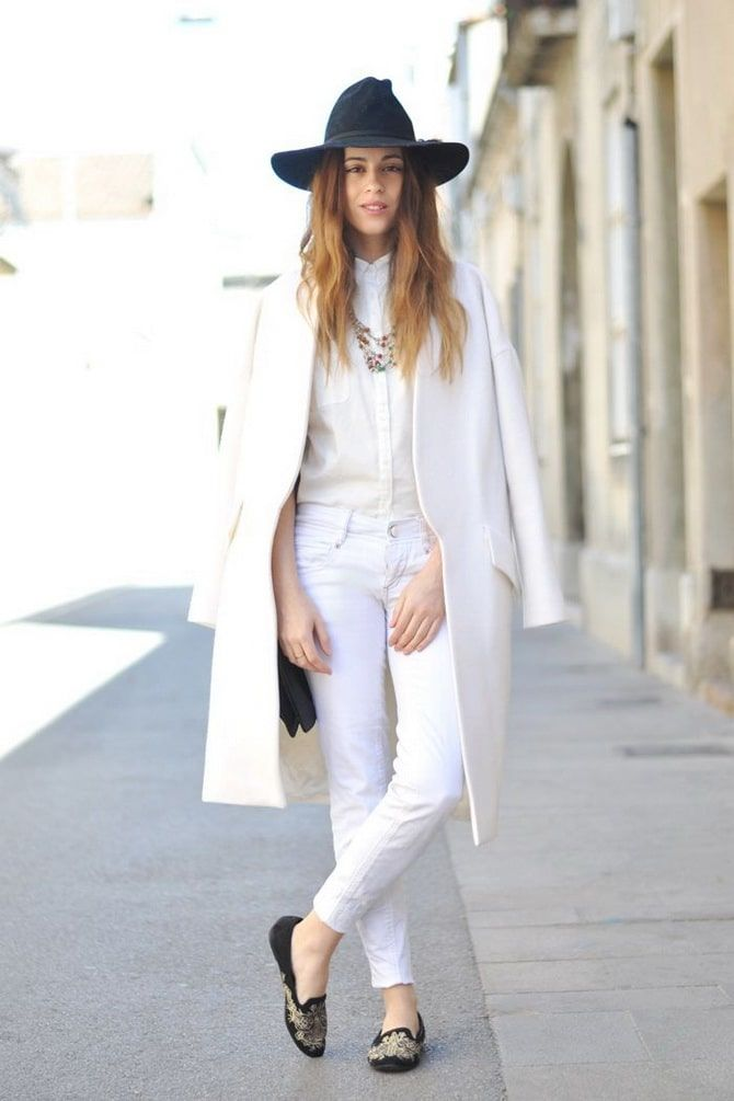 Как носить белые джинсы: создаем уютные осенние луки 1