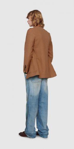 Gucci выпустил модные джинсы с пятнами от травы за $700: как пользователи сети высмеяли «грязные» штаны 3