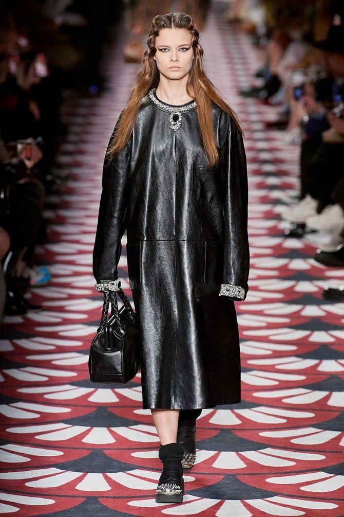 Кожаное платье: самая модная тенденция 2020-2021 года 16