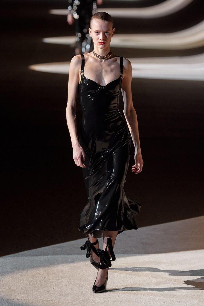 Кожаное платье: самая модная тенденция 2020-2021 года 6