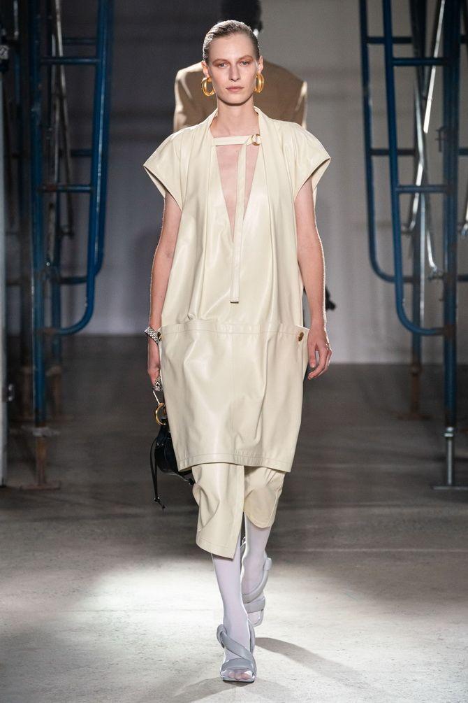 Платье-футляр – элегантная классика в женской моде 2020-2021 года 20