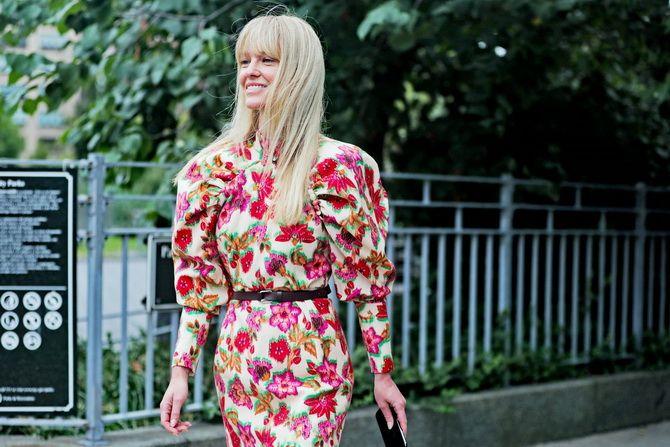 Платье-футляр – элегантная классика в женской моде 2020-2021 года 31