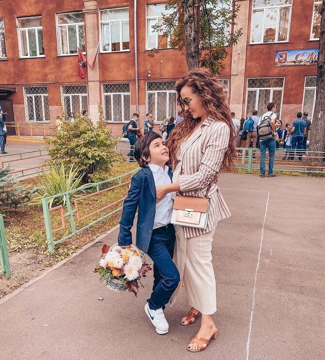 Анфіса Чехова з сином