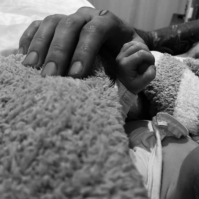 Джиджи Хадид впервые стала мамой и показала фото дочурки 1