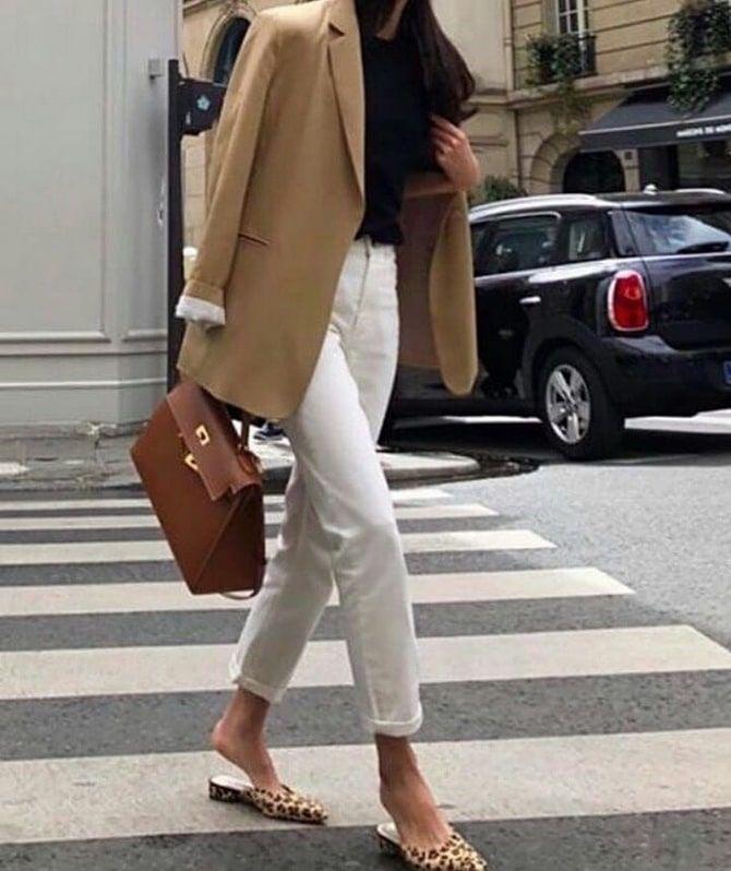 Как носить белые джинсы: создаем уютные осенние луки 20