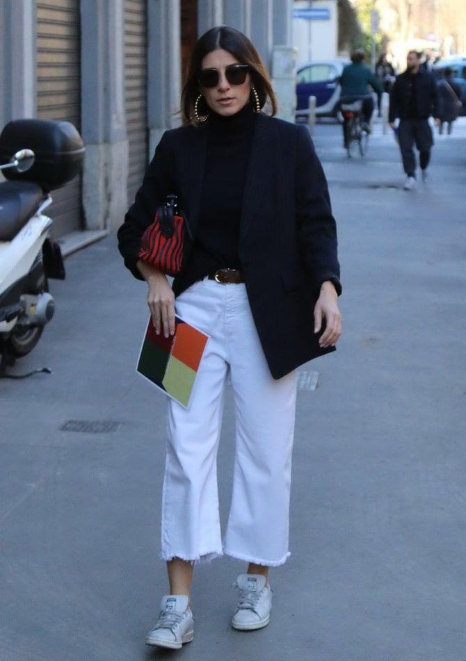 Как носить белые джинсы: создаем уютные осенние луки 19