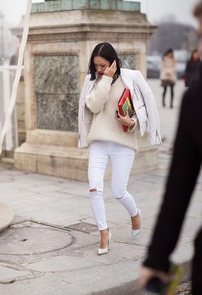 Как носить белые джинсы: создаем уютные осенние луки 21