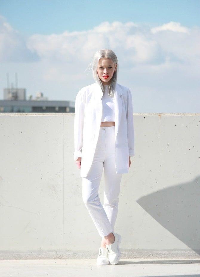 Как носить белые джинсы: создаем уютные осенние луки 22
