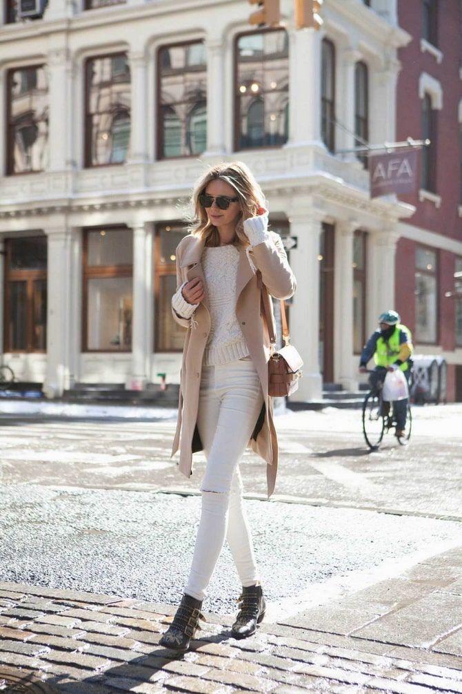 Как носить белые джинсы: создаем уютные осенние луки 4
