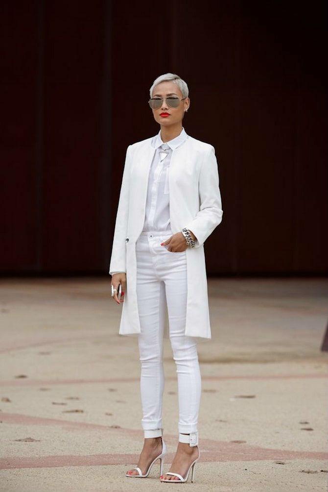 Как носить белые джинсы: создаем уютные осенние луки 23