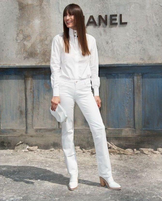 Как носить белые джинсы: создаем уютные осенние луки 25