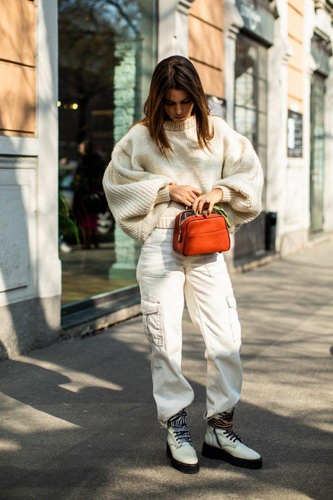 Как носить белые джинсы: создаем уютные осенние луки 29