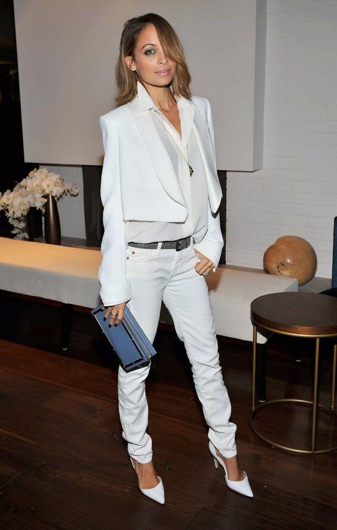 Как носить белые джинсы: создаем уютные осенние луки 30