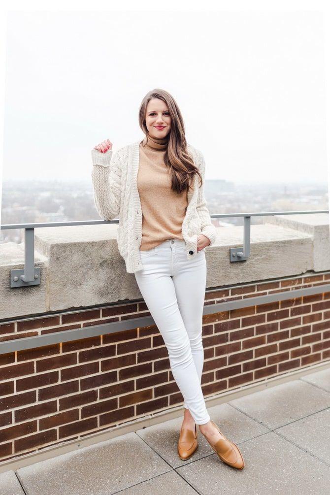 Как носить белые джинсы: создаем уютные осенние луки 10