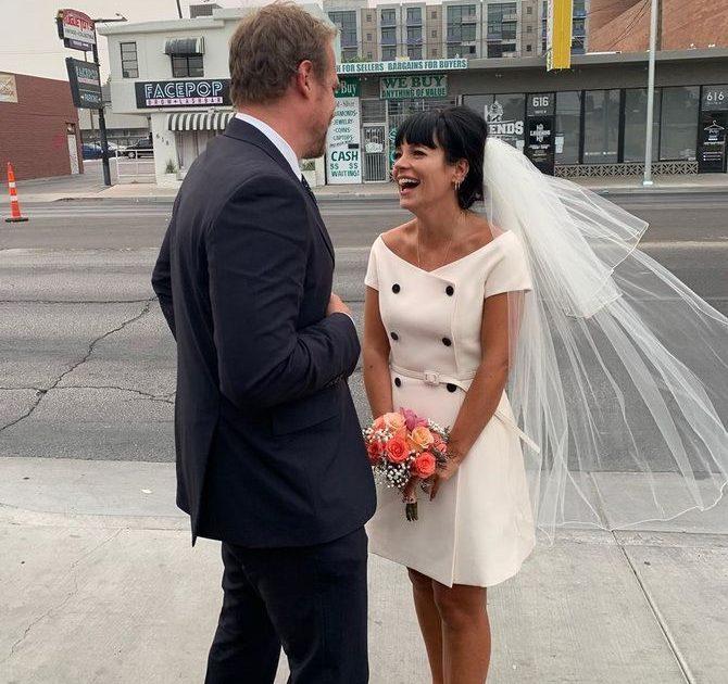 Незвичайне весілля Лілі Аллен у Лас-Вегасі: несправжній Елвіс і бургери на церемонії 1
