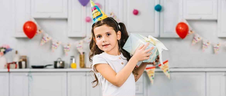 Привітання з Днем народження дівчинці в віршах, листівках, в прозі