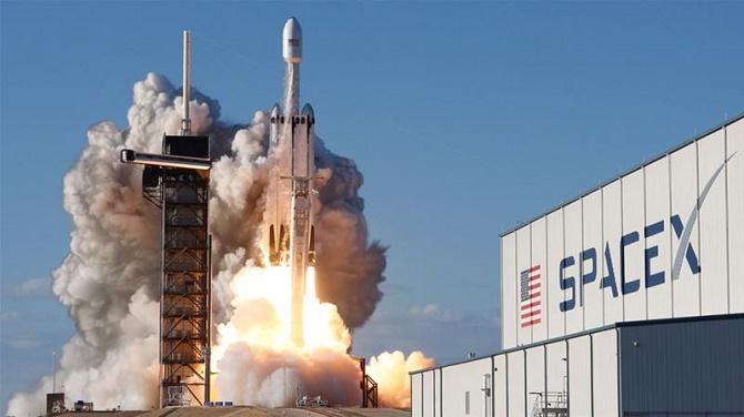 Секс-скандал в SpaceX: стажист подала в суд на компанію через домагання 1