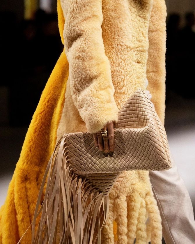Сумки з бахромою – модний тренд осінь-зима 2020 2021 12