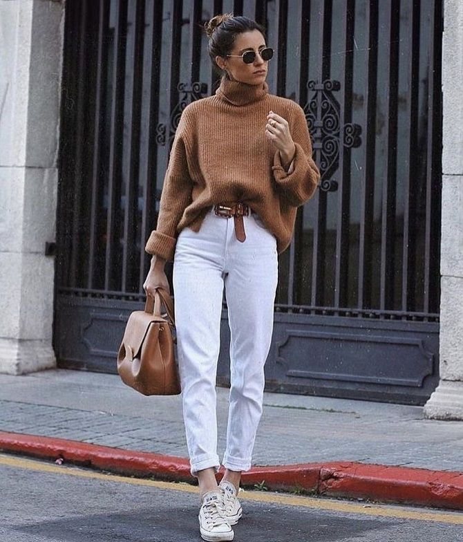 Как носить белые джинсы: создаем уютные осенние луки 11