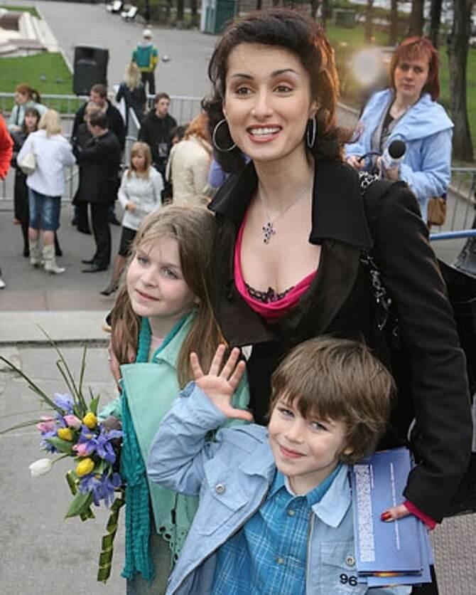Тіна Канделакі з дітьми