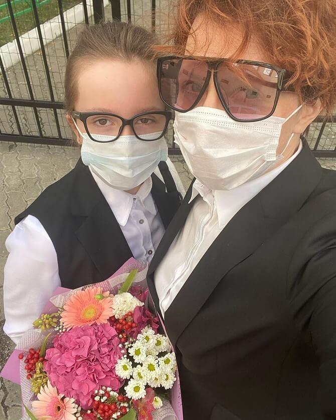 Яна Чурікова з дочкою