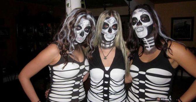 Show the bones: DIY Halloween skeleton costume 23