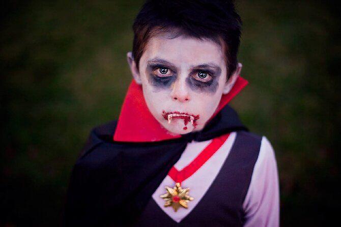 До последней капли крови: самый крутой макияж вампира на Хэллоуин, который можно легко сделать дома – секреты, идеи, фото 32