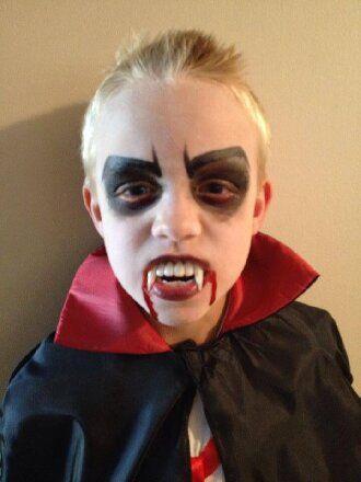 До последней капли крови: самый крутой макияж вампира на Хэллоуин, который можно легко сделать дома – секреты, идеи, фото 33