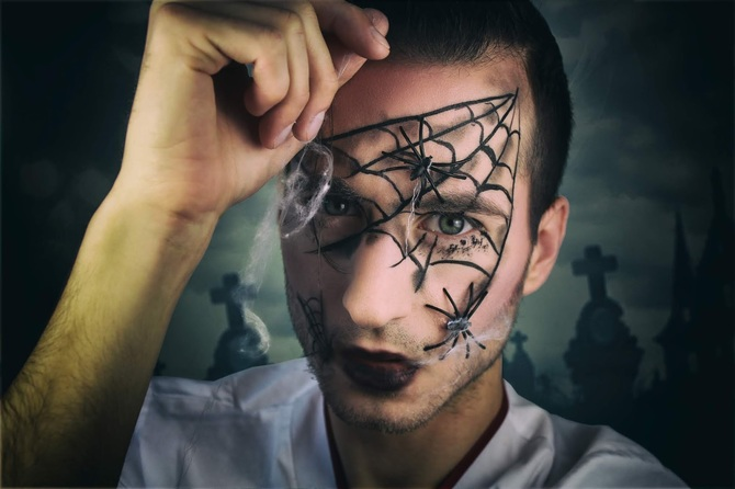 61 жуткая, но красива идея макияжа на Хэллоуин 2020 56