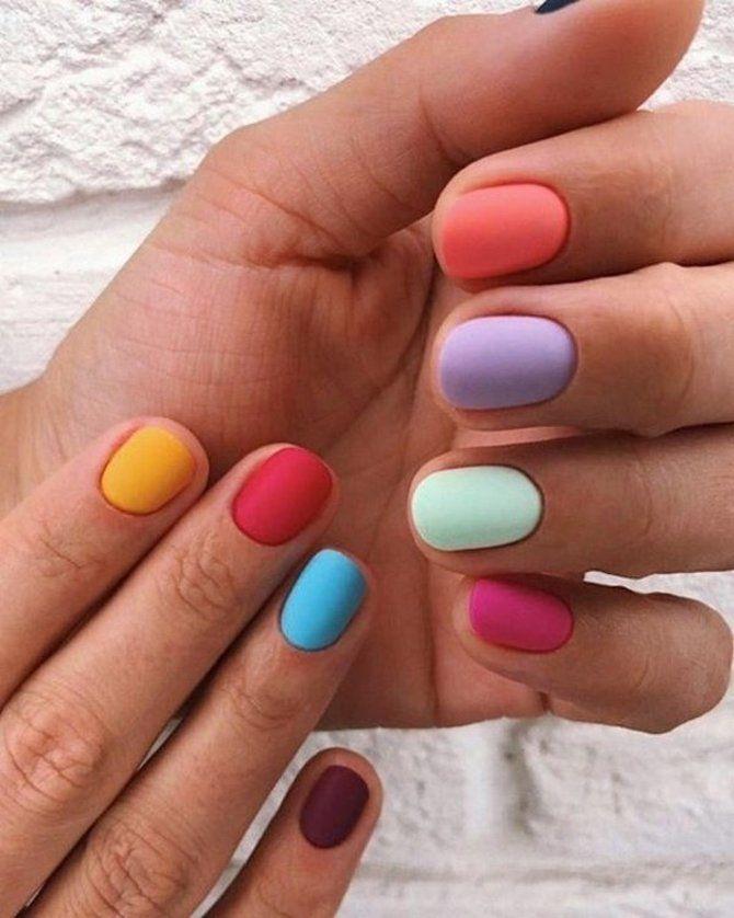 Разные руки – горячий nail-тренд 2020 2021 26