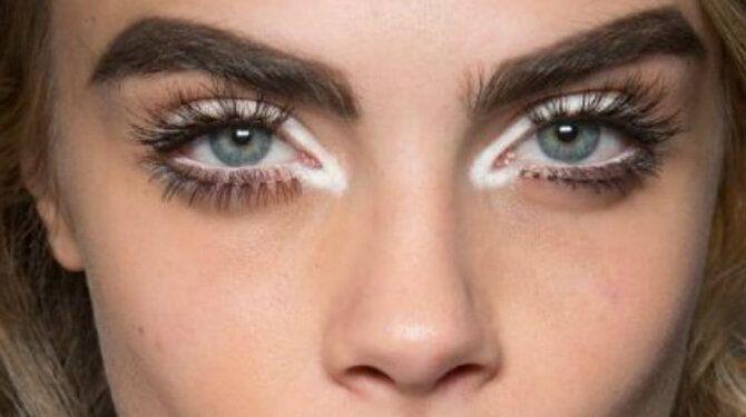 Горячий тренд 2020: хитрости макияжа с белым карандашом 11