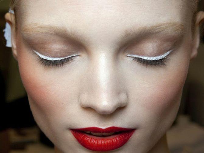 Горячий тренд 2020: хитрости макияжа с белым карандашом 14