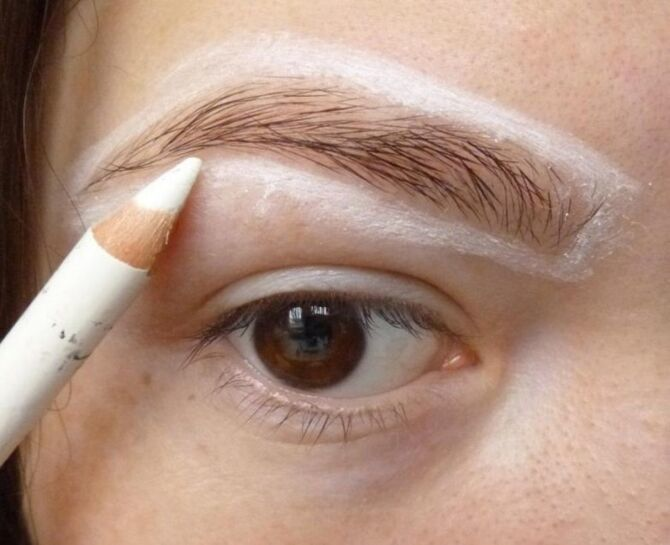 Горячий тренд 2020: хитрости макияжа с белым карандашом 18