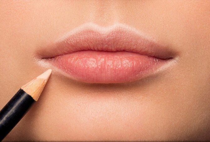 Горячий тренд 2020: хитрости макияжа с белым карандашом 20