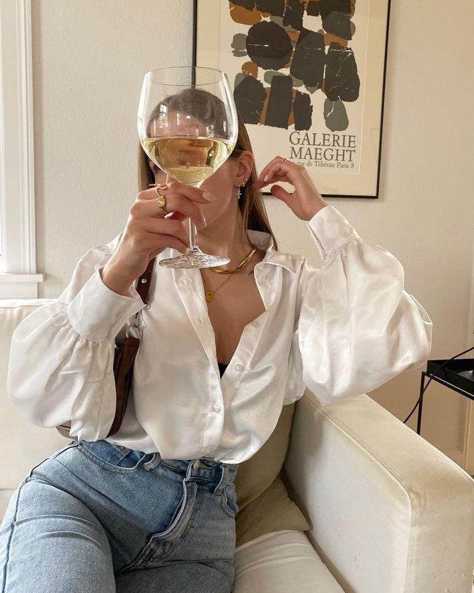 С чем носить блузы с объемными рукавами 13