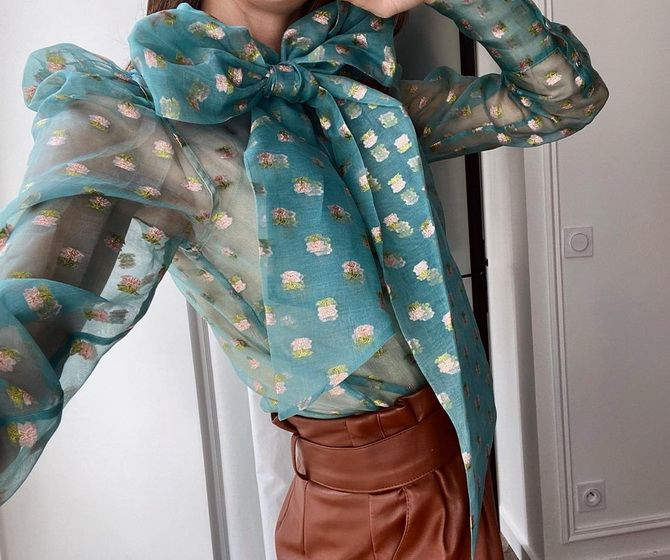 С чем носить блузы с объемными рукавами 27