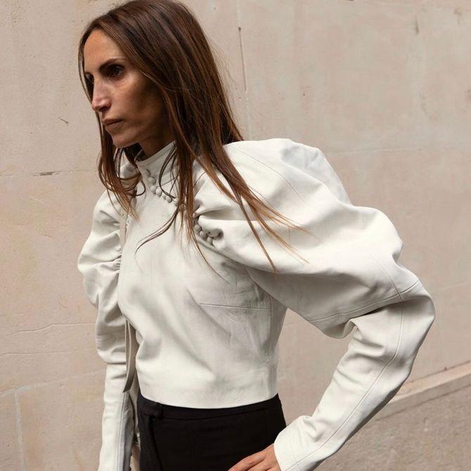 С чем носить блузы с объемными рукавами 33