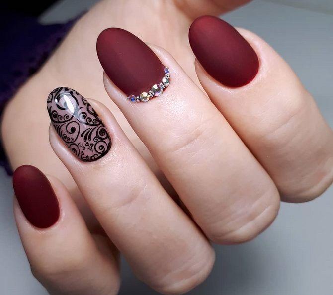 Бордовый дизайн ногтей на холодный сезон 12