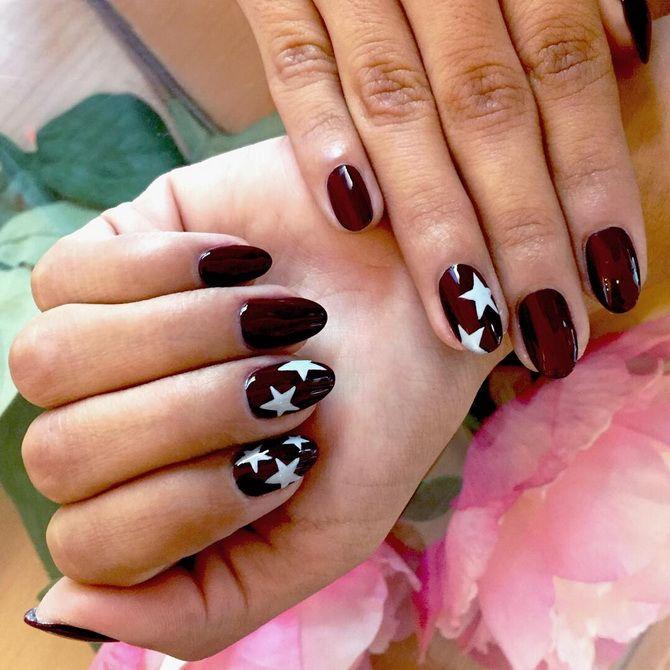 Бордовый дизайн ногтей на холодный сезон 23