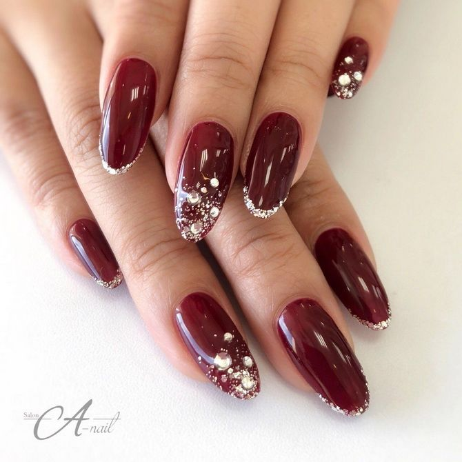 Бордовый дизайн ногтей на холодный сезон 30